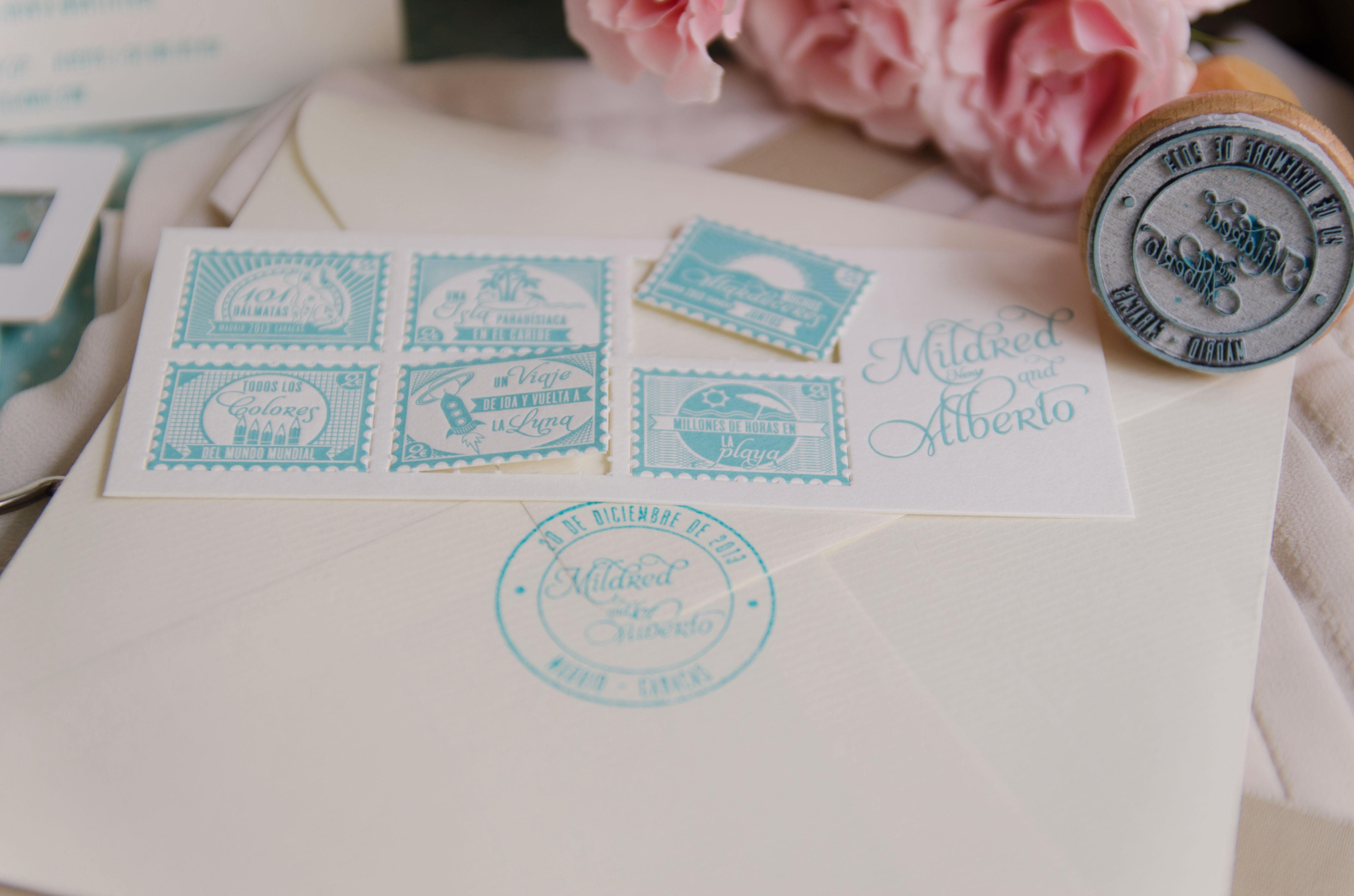 sello aplicado al sobre de esta invitacin de boda en color min para