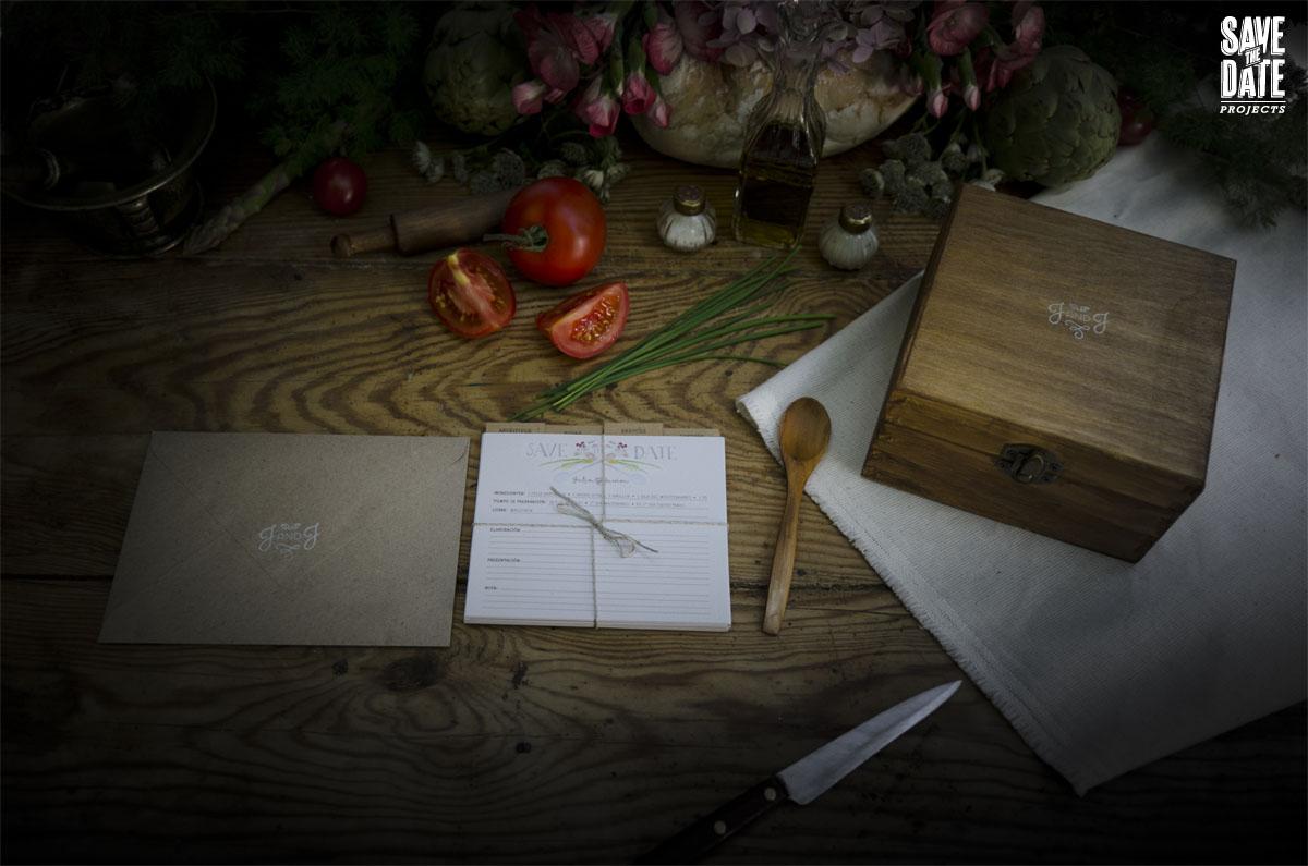 Invitaciones de boda con ilustraciones en acuarela, save the date y cajita con logo