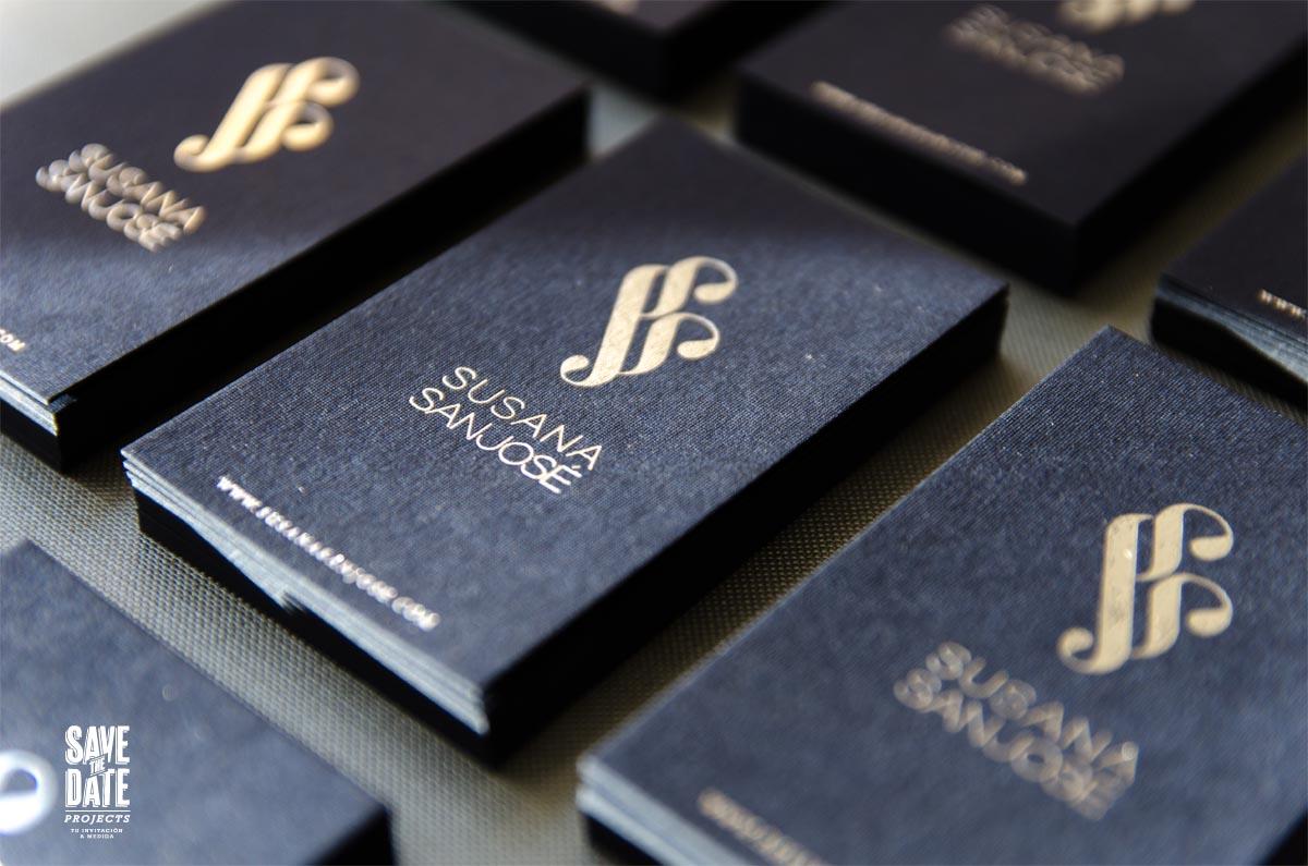 Tarjetas de visita plateadas con foil stamp - detalles brillo