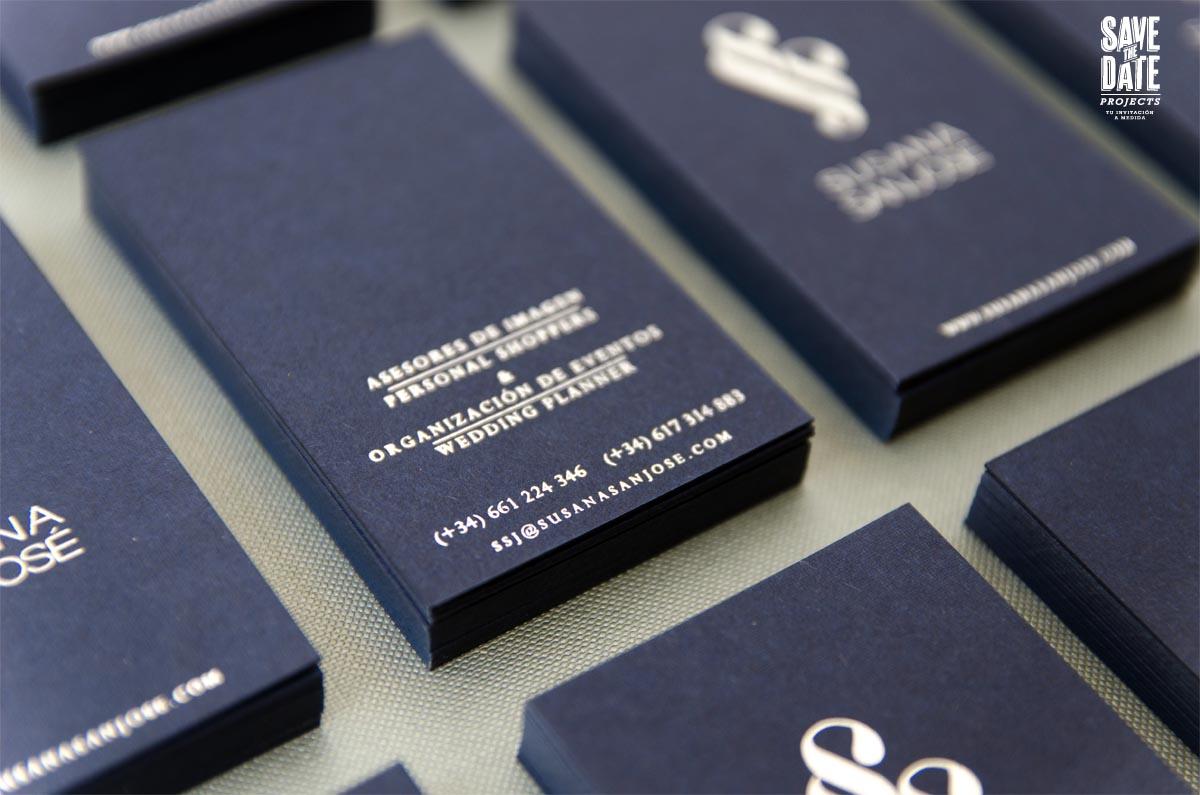 Tarjetas de visita plateadas con foil stamp - Detalle trasera