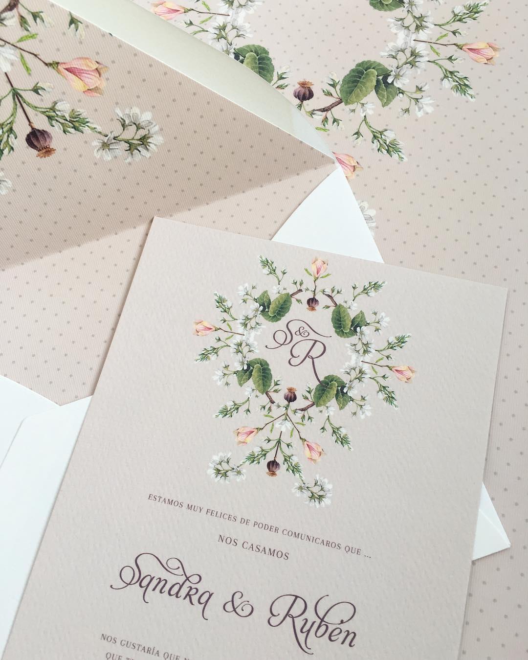 Invitaciones de boda y sobres con forro en Madrid