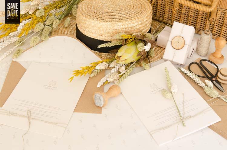 Invitacion-de-boda-campestre-rustuca-Sobre-kraft-Sello-personalizado-Sobre-con-forro