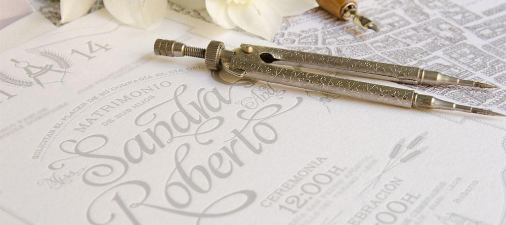 Invitaciones-vintage-personalizadas-con-logo-de-boda-compas