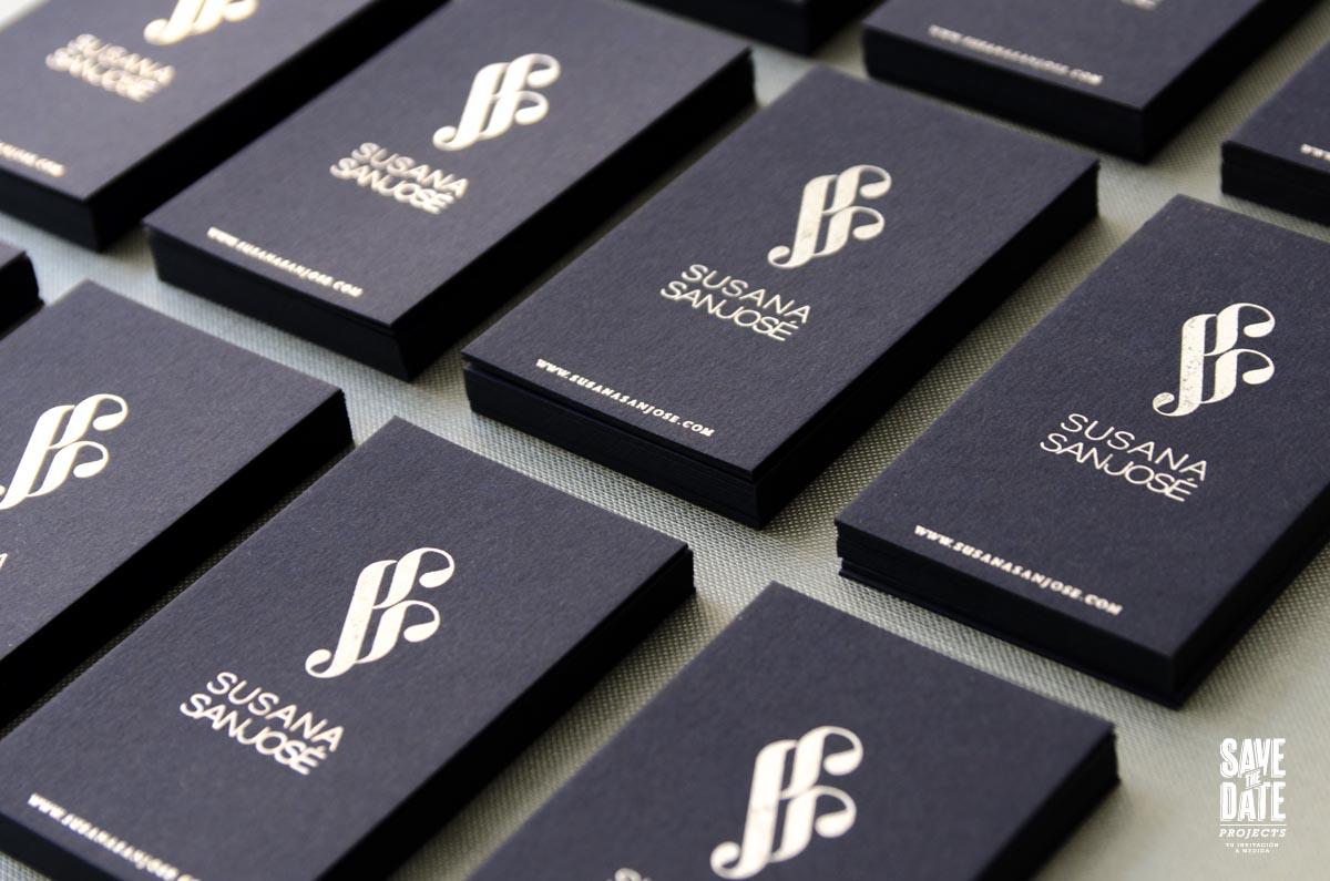 Tarjetas de visita plateadas con foil stamp