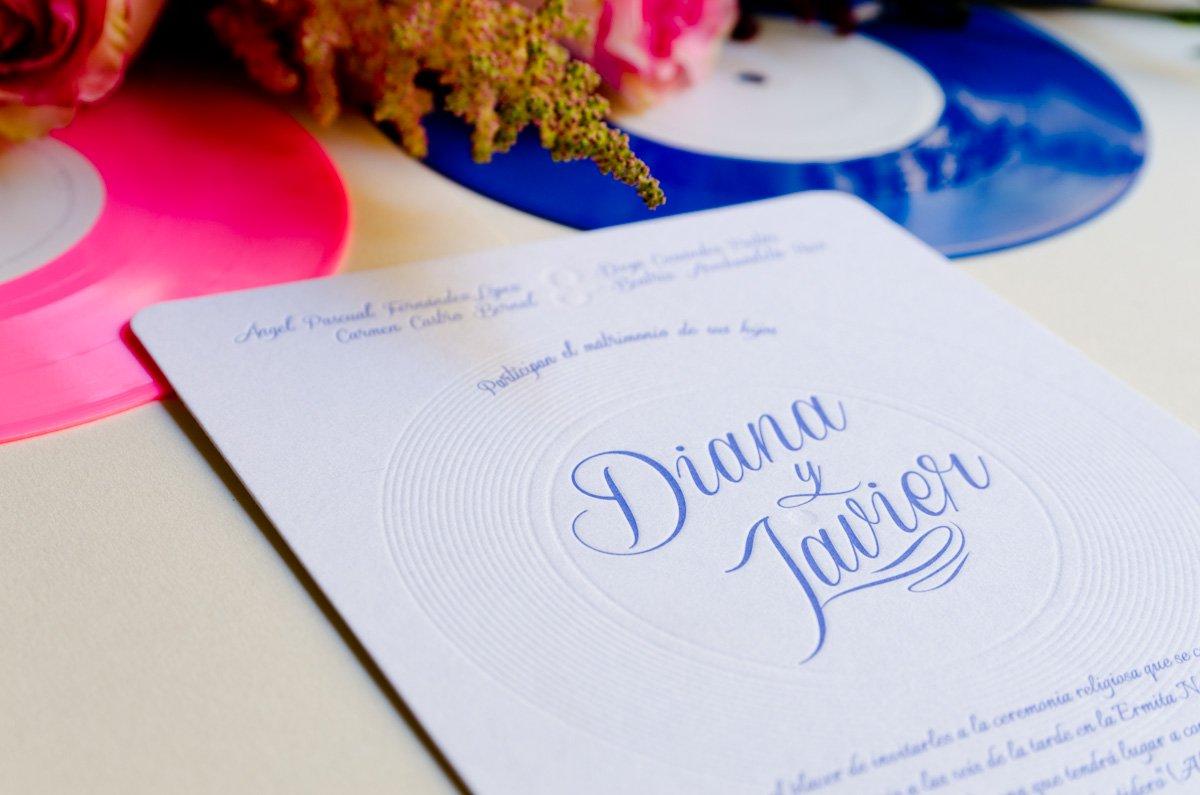 Invitaciones-de-boda-en-letterpress-con-tematica-musica