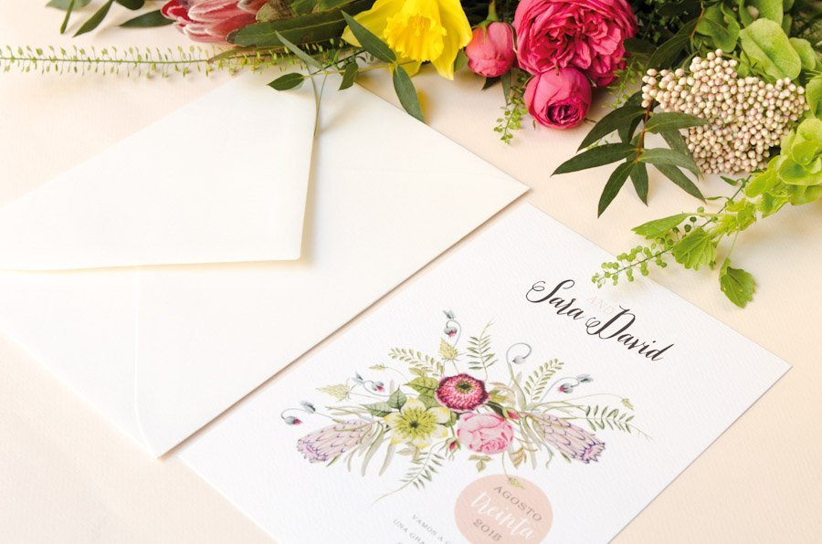 invitaciones de boda con flores y sobres