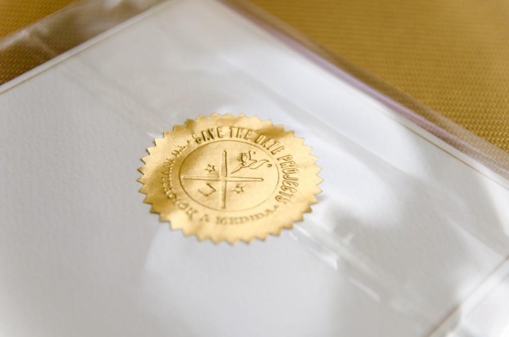 Lamina con dibujo en Acuarela-Cardinal-detalle-sello-paquete