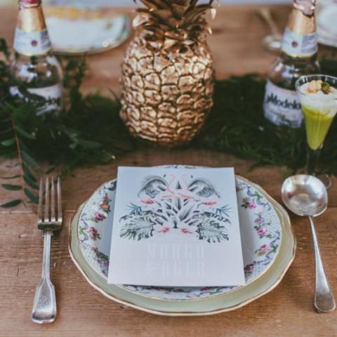 Invitaciones de boda tropical con piñas flamencos palmeras