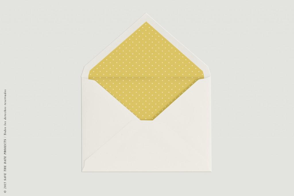 Sobre con forro amarillo para invitaciones de boda