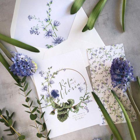 invitaciones de boda con flores moradas