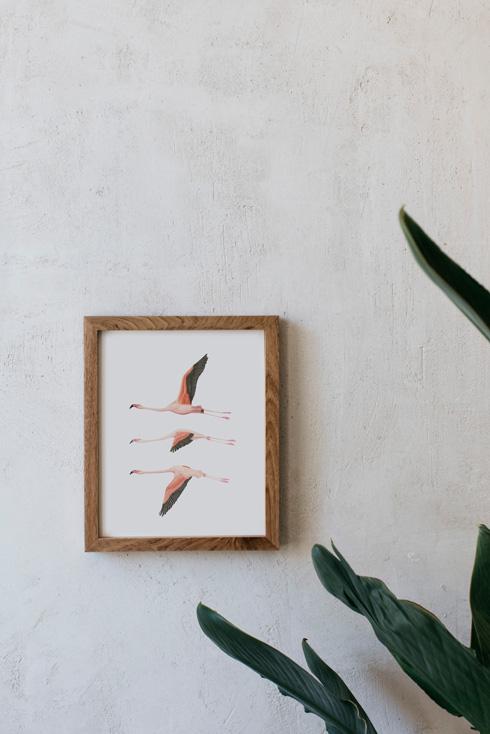 acuarela-botanica-donana-enmarcada-decoracion-marco-madera-vertical-flamencos-volando