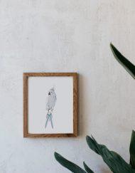 acuarela-botanica-tropical-enmarcada-decoracion-marco-madera-vertical-loro-azul