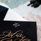Tarjetas-de-invitaciones-de-boda-caligrafia-y-dorado-33