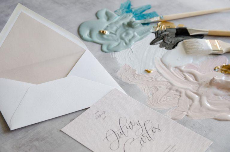 Tarjetas de invitaciones de boda elegantes caligrafia lettering nude-I