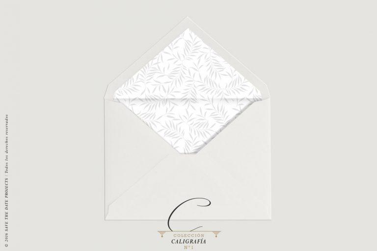 sobre-forrado-de-boda-sencillo-blanco-con-plumas-gris