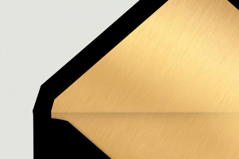 sobre-negro-forrado-de-boda-sencillo-con-dorado-DETALLE
