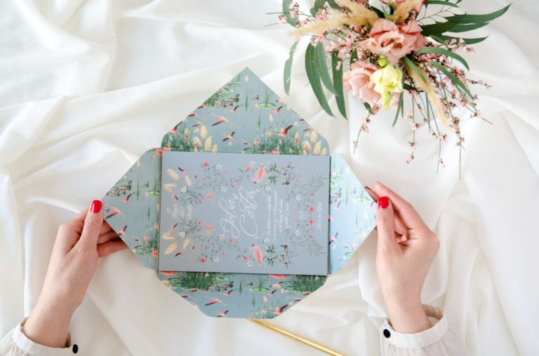 Invitaciones de boda sobre troquelado con forro Donana acuarela by Save the date projects (3)