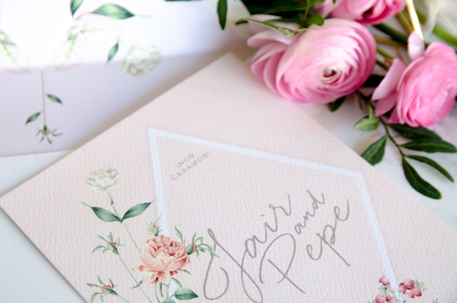 Invitaciones de boda rosas con flores
