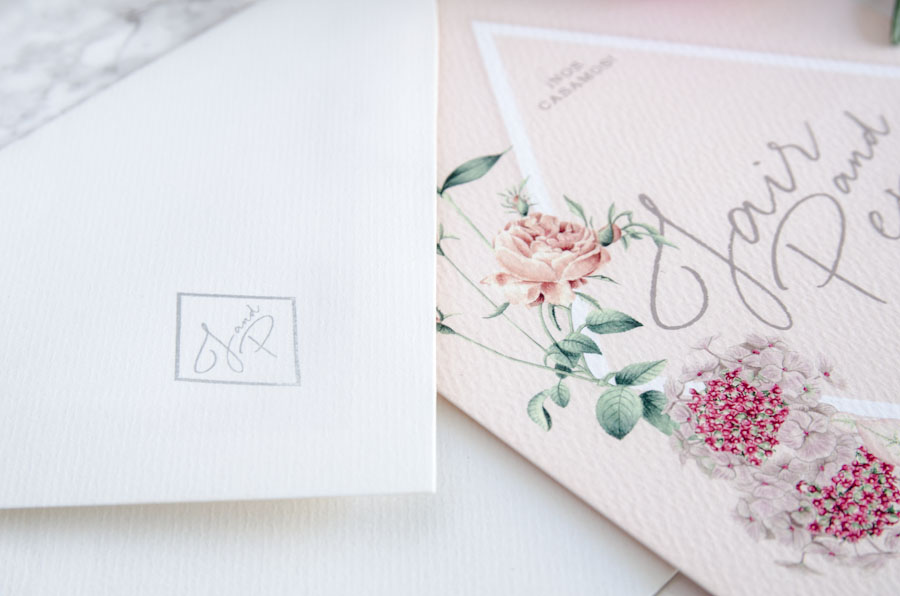 Invitaciones de boda rosas con dibujos a mano