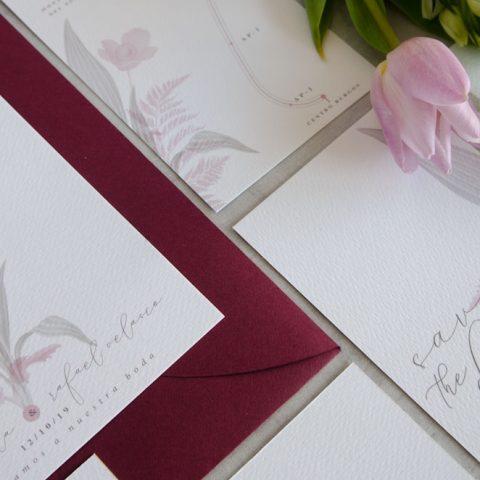 Branding de boda papeleria con ilustraciones en acuarela y sobres forrados 3