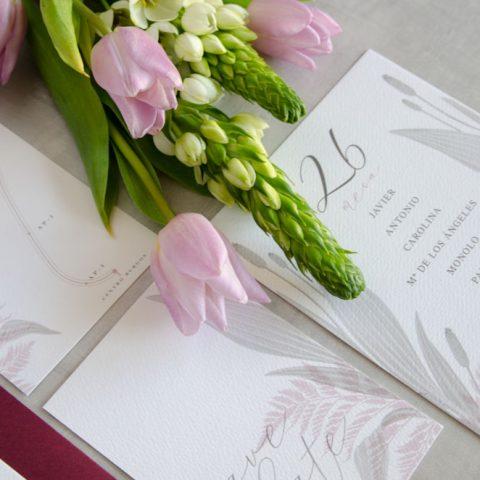 Branding de boda papeleria con ilustraciones en acuarela y sobres forrados 5
