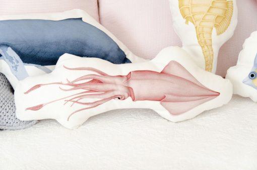 cojines-forma-animal-HABITACION-INFANTIL-detalle-calamar