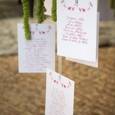Decoracion-de-boda-seating-plan-dorado-nanideperez (1)