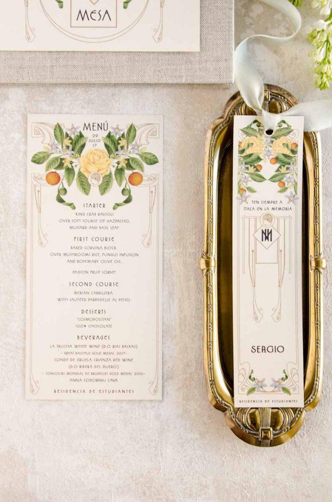 Mesero y puesto en mesa protocolo boda personalizada