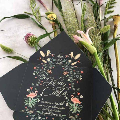 Tarjetones de boda en sobre forrado tendencia