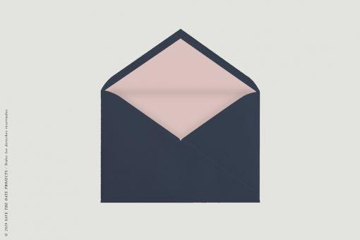 el-sobre-para-tarjetas-de-matrimonio-clasico-azul-con-forro-rosa-toscana
