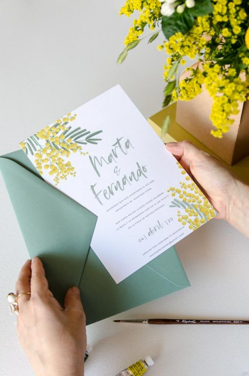 invitacion floral mimosas y sobres boda