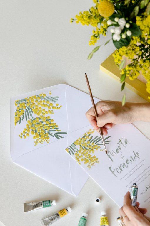 sobre con forro estampado flores mimosas