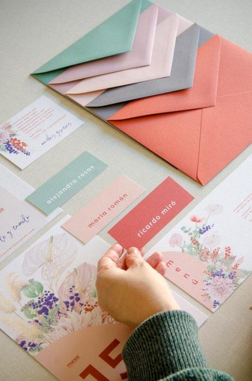 Sobres de colores boda primaveral