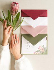 Sobres de colores para invitación proteas
