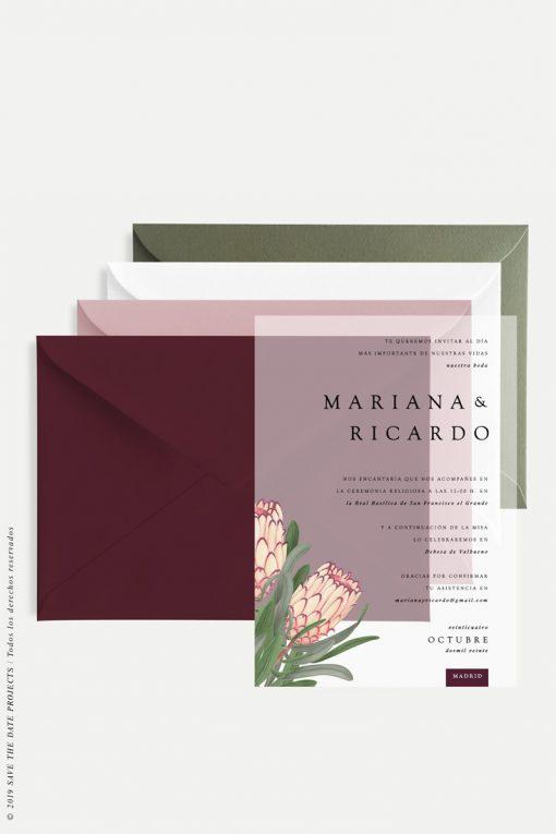 invitaciones de boda transparente con proteas y sobres