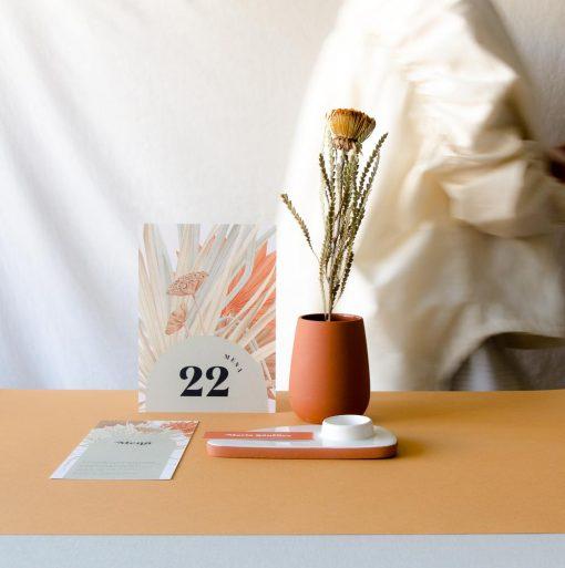 mesero de papeleria de boda flores secas