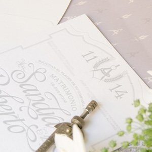 Invitaciones de boda personalizadas con relieve