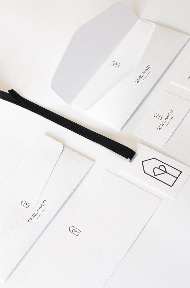 FLoristeria en blanco logo